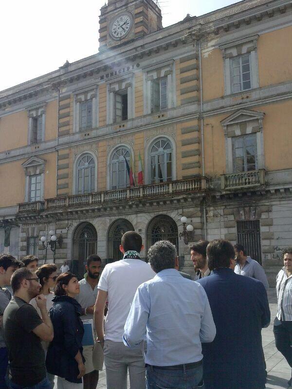 Giovedì 26 giugno  Sit-in pacifico in piazza Municipio, Afragola - A colloquio con l'amministrazione
