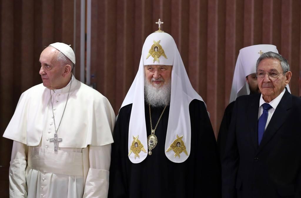 Dalla sinistra: Papa Francesco - Patriarca Kirill - Pres. di Cuba Raul Castro